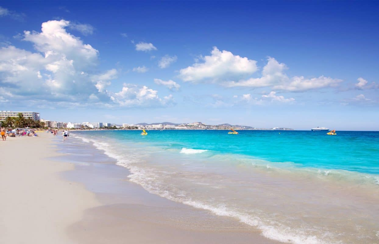 Playa D'en Bossa: more than a beach, the epicentre of fun in